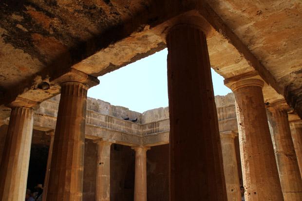 Die dorischen Säulen erinnern an die hellenistische Vergangenheit
