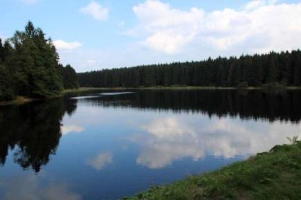 Die Teiche am Hexenstieg im Harz wirken fast wie in Kanada