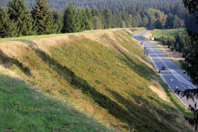Der Sperberhaier Damm ist ein Aquädukt des Oberharzer Wasserregals
