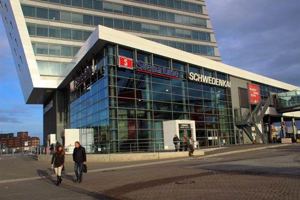 Am Schwedenkai in Kiel fährt die Stena Line nach Göteborg ab