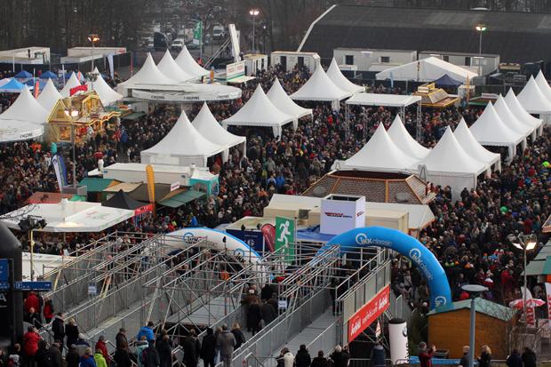 Das Winterdorf vor der Veltins-Arena