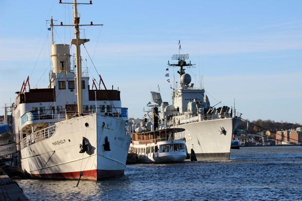 Im Hafen sind viele interessante Schiffe zu sehen