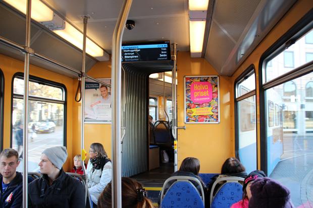Natürlich verkehren in Göteborg auch moderne Straßenbahnen