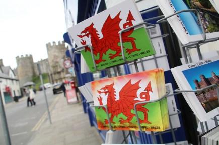 Der Rote Drache ist in Wales überall zu finden, auch auf dieser Postkarte