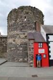 An der Stadtmauer von Conwy Castle steht das kleinste Haus Großbritanniens