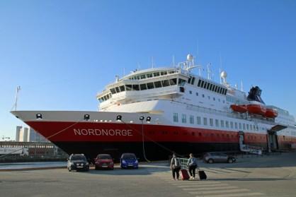 Schiff Nordnorge der Hurtigruten im Hafen von Trondheim in Norwegen