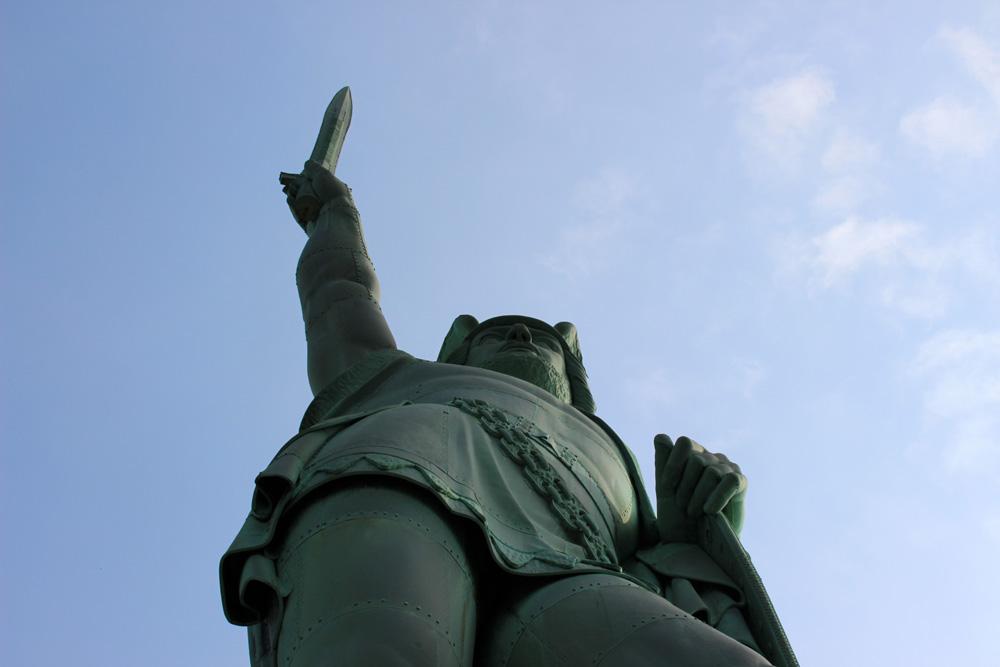 Imposant präsentiert sich das Hermannsdenkmal in Detmold