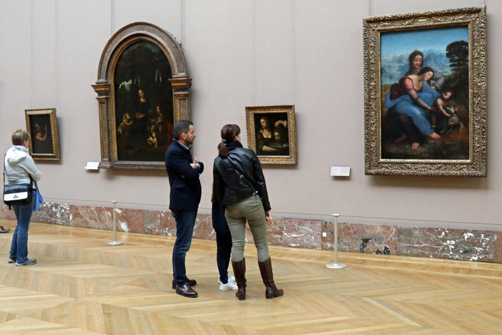 Werke von Leonardo da Vinci im Louvre Museum in Paris