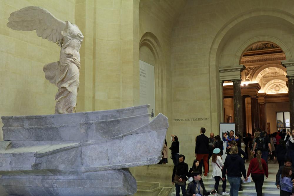 Nike von Samothrake Statue im Louvre