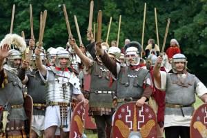 Bei den Römer- und Germanentagen stellen in Kalkriese bei Osnabrück mehrere hundert Schauspieler die Varusschlacht