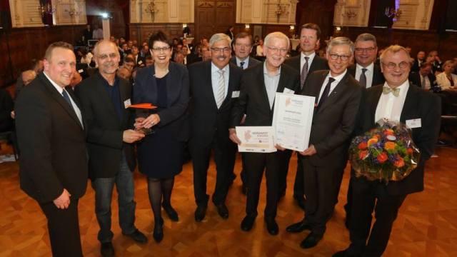 (v.l.) Christian Veit; Werner Köhler; Ministerin Birgit Honé; Melf Grantz; Gert Stuke; Ralf Seidel; Michael Lempe; Bürgermeister Dr. Carsten Sieling; Landrat Jörg Bensberg; Gunnar Stempel,