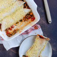 Wraps met gehakt en tomatensaus