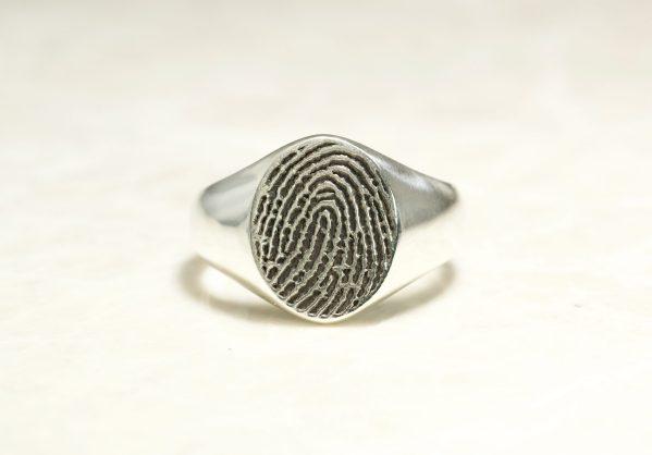 Classic fingerprint signet ring