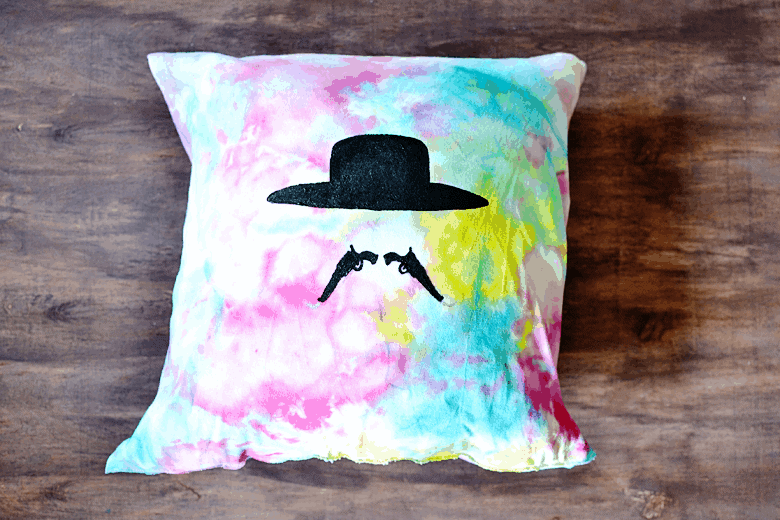 a68ce-t-shirt-throw-pillow-tutorial.png