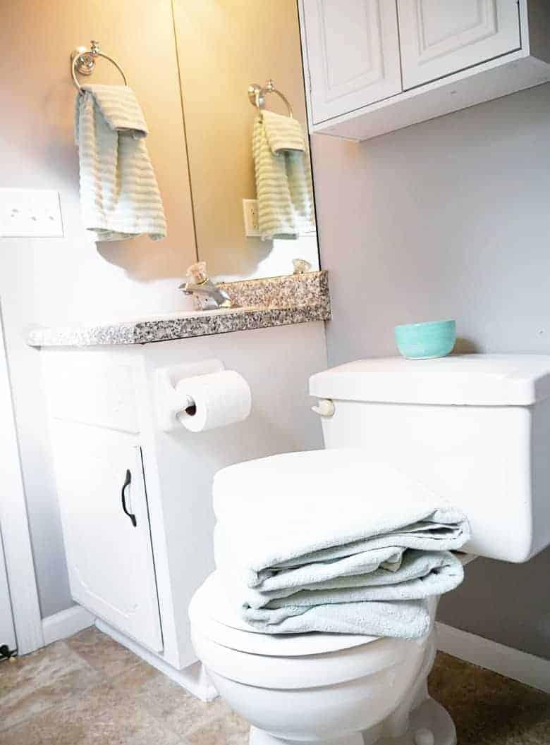 annie-selke-bathroom-1