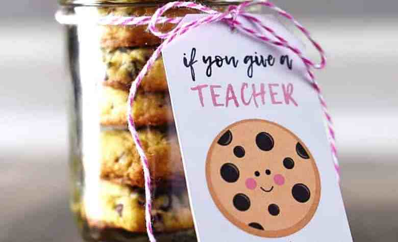 "This ""If you give a TEACHER a cookie..."" DIY free teacher gift printable is a quick and easy teacher appreciation gift that every teacher will love!"