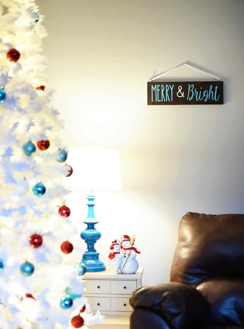 Fast and easy merry bright christmas wood sign diy bre pea there might be a lot of christmas wood signs diy tutorials out there but there solutioingenieria Images