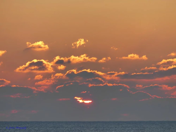 Die Sonne hinter den Wolken