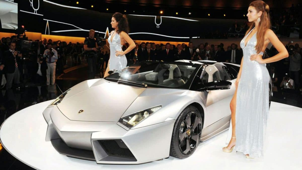 girl-with-lamborghini-wal-e554d
