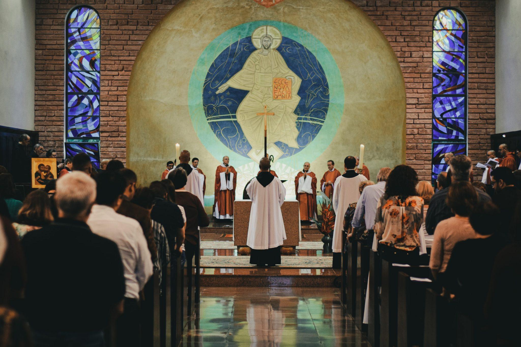 mateus-campos-felipe – processione in chiesa