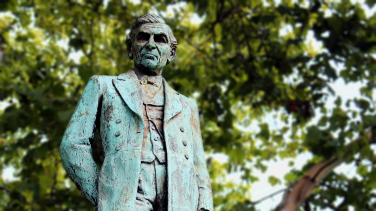 Lauer Statue - Present