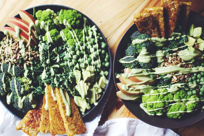 green goddess salad with tempeh