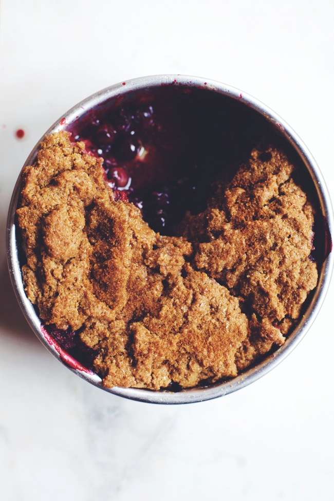 30 minute healthy berry cobbler