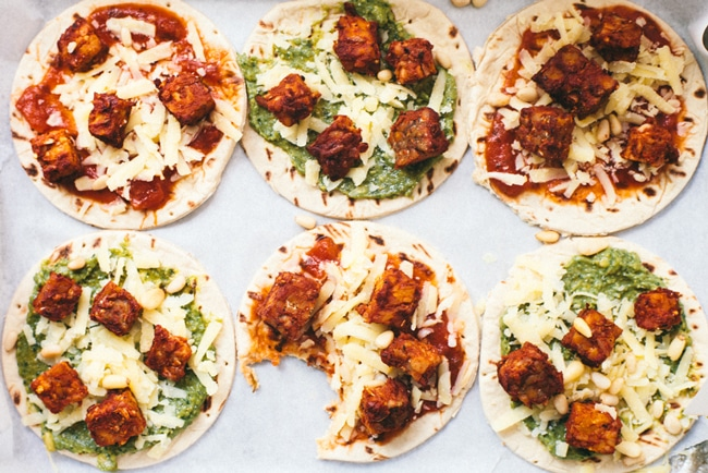 health-ified pizza lunchboxables with tempeh pepperoni on Flatout Bread!
