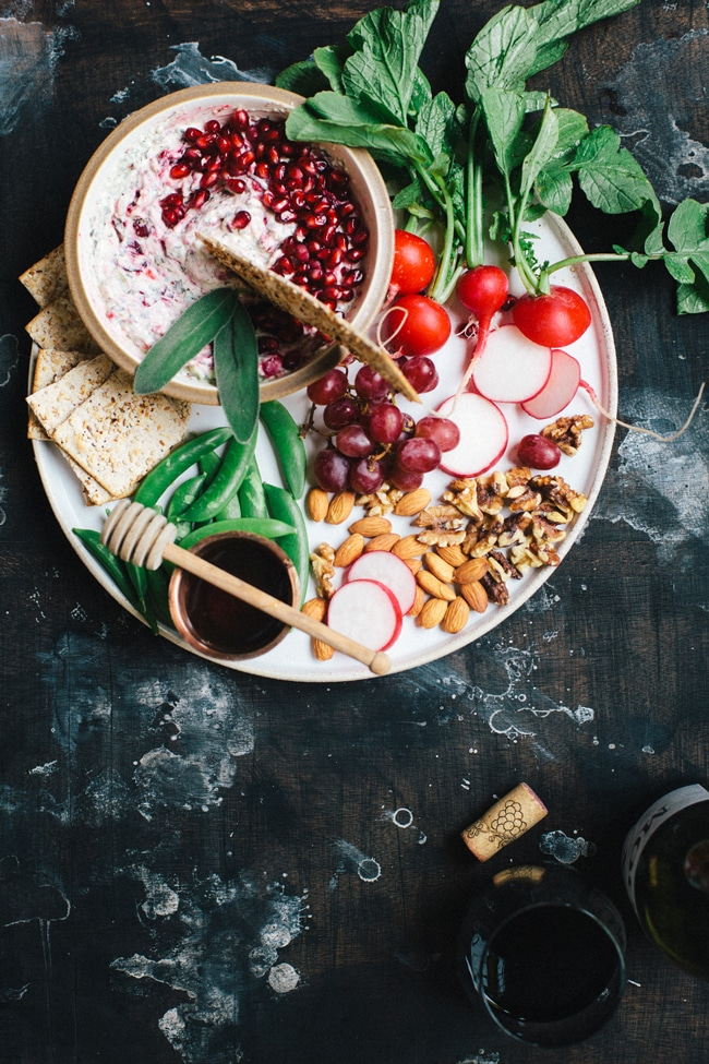Cranberry-Pomegranate Spinach and Kale Dip (aka. the perfect dip for your NYE party!) Made with @laterrafina   Brewing Happiness