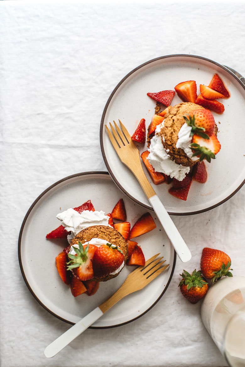 overhead of two strawberry shortcakes on two plates