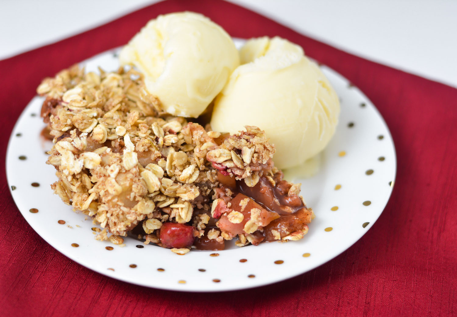 This warm and comforting Cranberry, Apple & Pear Crisp is the perfect THM E dessert - with easy ingredients that can be sourced locally! THM E, low fat, allergy friendly, no refined sugar