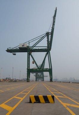 Container Crane, Port of Tianjin, Tianjin, China (IMG_4878)