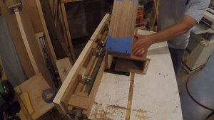Cutting dovetail keys with a router