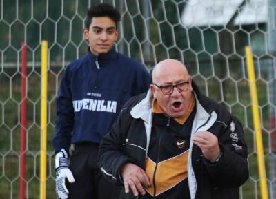 In versione allenatore urlante che non perdona errori, ma riesce comunque a strappare sempre un sorriso