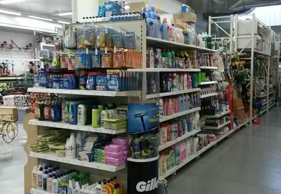 Reparto detergenti e pulizia della casa
