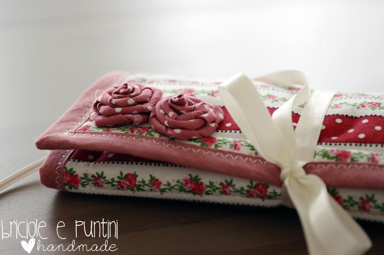 portagioielli da viaggio con rose in stoffa