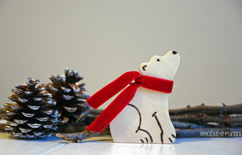 addobbi di Natale in legno - orso polare con pirografo
