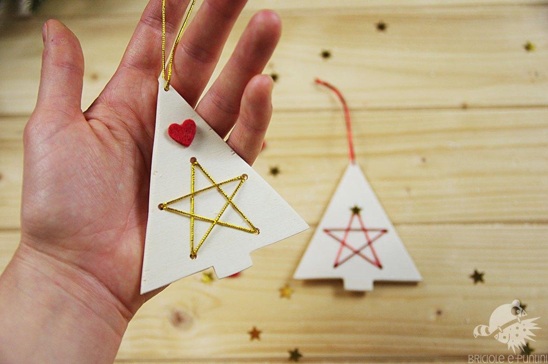 addobbi natalizi in legno ricamato