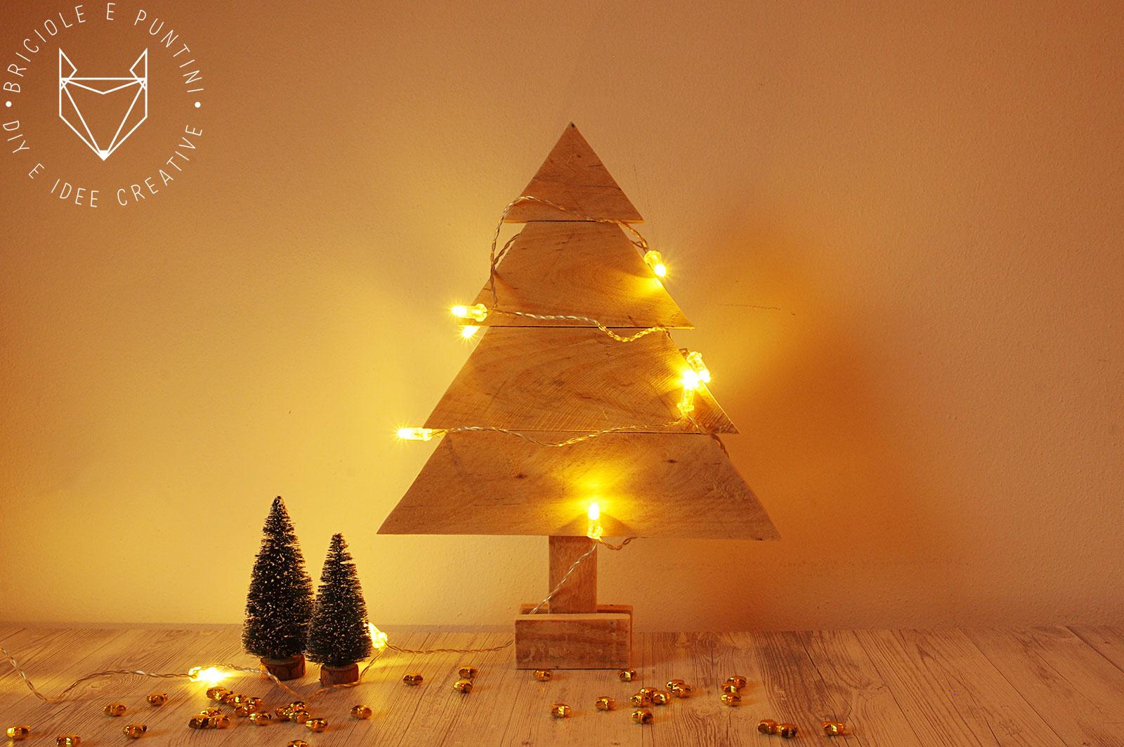 Idee Di Riciclo Per Natale albero di natale in legno con i pallet riciclati • briciole