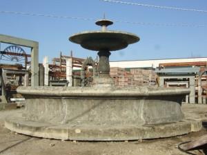 Fontana da centro in pietra di recupero completa