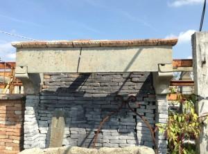 antico focolare in pietra toscano