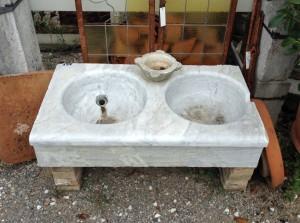 antico acquaio in marmo