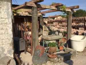 gazebo con colonne in pietra antiche