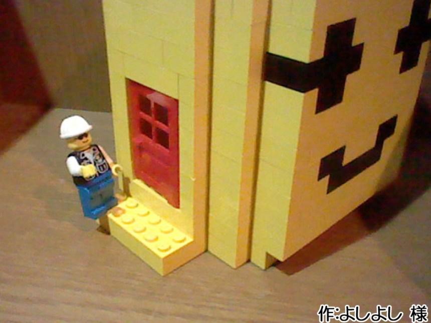 側面にはドアが設けられていて、ミニフィグが入れるようになっています。