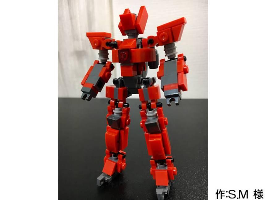 赤い人型のミニロボ。コンパクトなサイズですがヒロイックなデザインです。
