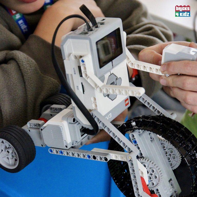 27 BRICKS 4 KIDZ LEGO Workshops Programs Holiday