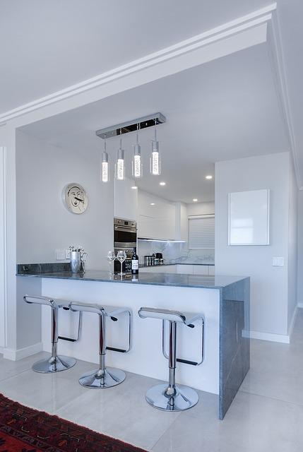 Les meubles de cuisine et de salle de bain : des atouts de décoration ?