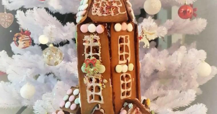 Hyvää joulua! Joyeux Noël ! Une maison en pain d'epice.