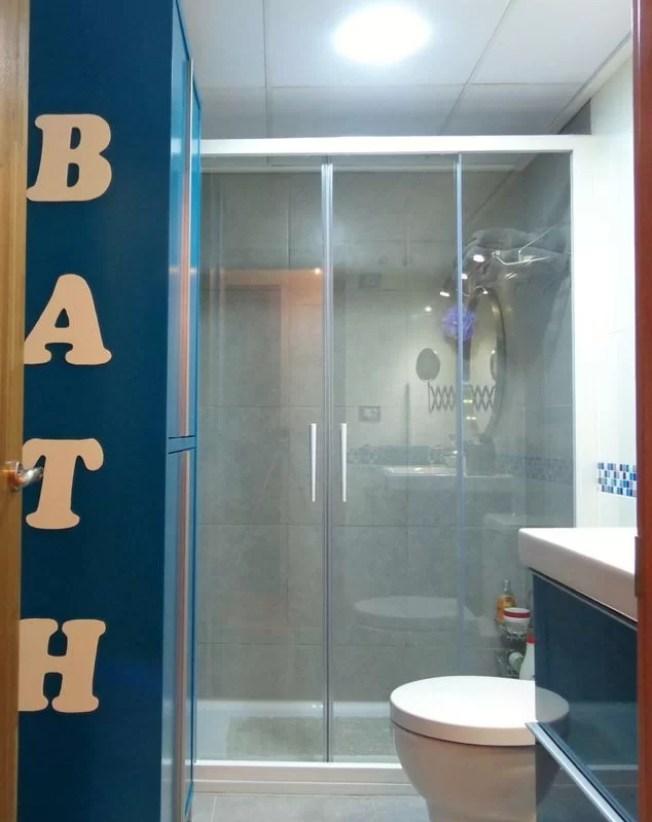 baño-turquesa-entrada