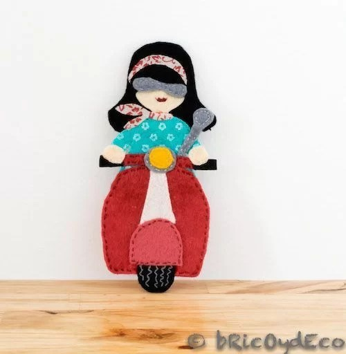 regalos-diy-broches-de-fieltro-vespa